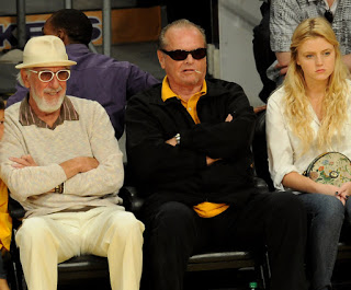 Who Sits Next To Jack Nicholson At Lakers Games?