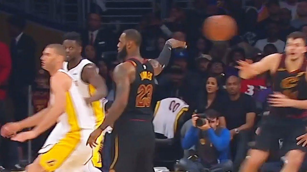 LeBron No Look Pass