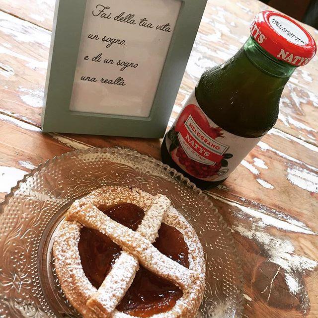 Buongiorno sognante️#emporiobrand #drinkdresslive #sweet #cakestagram #foodporn #handmade #happyday #sogni #gilrs #love #passion #cake #colazione #colazionesana