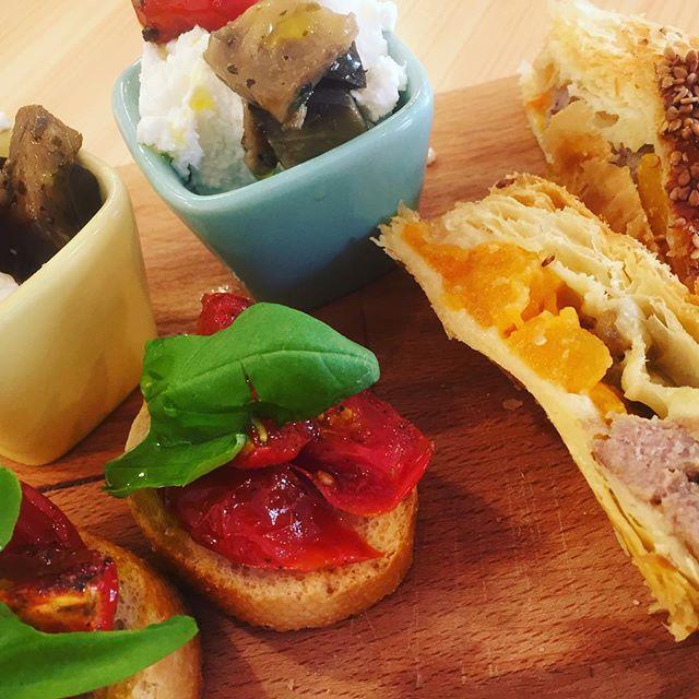 Tempo di aperitivo🌶 #emporiobrand #mangiaregenuino️ #km0 #ortozani #legirls #apericena #vintagecocktail #foodporn #food #drinkdresslive #handmade
