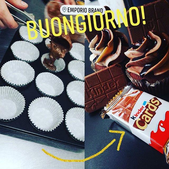 Buongiorno come ogni settimana ci piace creare i nostri Super cupcake con un golosissimo cioccolatino  kinderPer questa volta abbiamo scelto il cioccolatoso Kinder CardsInsieme sono un esplosione di gusto...Perfetti per iniziare la mattinata con la carica giustaVi aspettiamo in store!#emporioconceptstore #emporiobrand #cake #sweet #relax #choccolate #handmadewithlove #kinder #cupcake #buongiorno #colazionesana