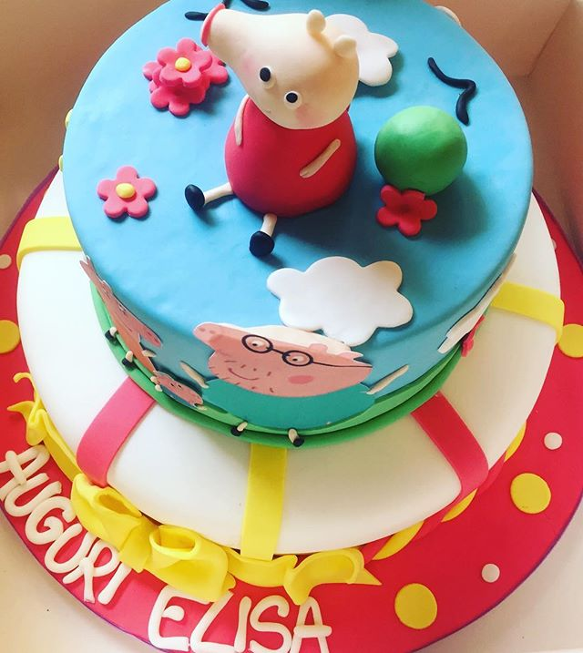 Per una dolcissima bimba la sua torta non poteva che essere de suo cartone preferitoPeppa PigTanti auguri ElisaLa nostra Pasticcera Ramona non si smentisce mai️super brava️#emporiobrand #drinkdresslive #cakedesign #sweet #cake #lab #bakery #ladispoli #pasticceria #handmadewithlove️