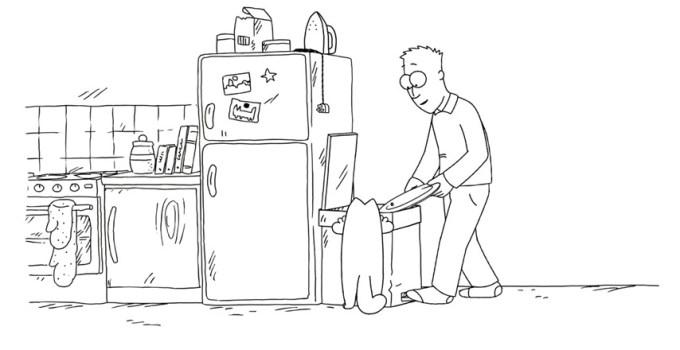 Il gatto e l'attraente secchio della spazzatura di casa