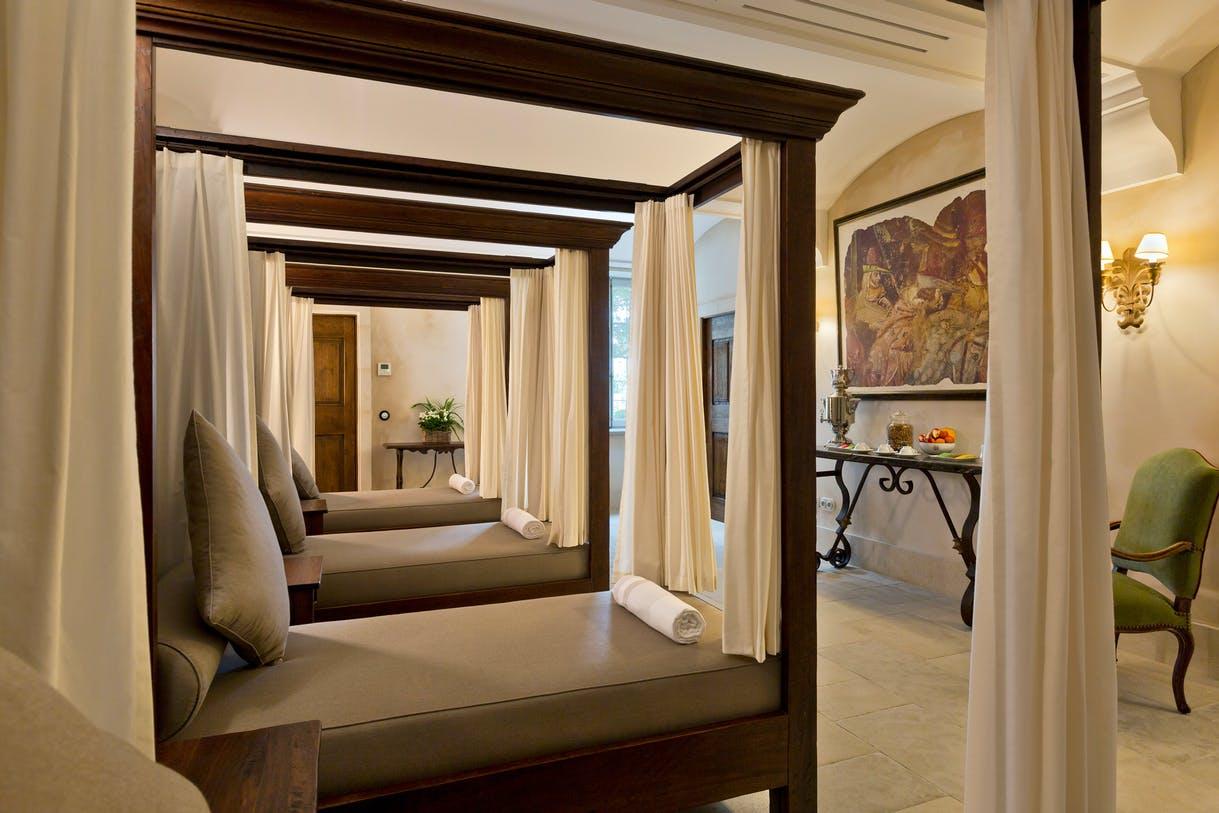 Luxury Hotel La Bastide De Gordes