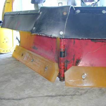 Rubber edges on snow plow blades extend service life of expansion joints