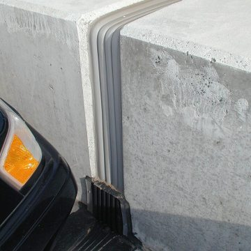 Continuity of seal between different expansion joint technologies is a hallmark of EMSEAL's. Here,Seismic Colorseal transitions to a sloped, sealed THERMAFLEX upturn termination.