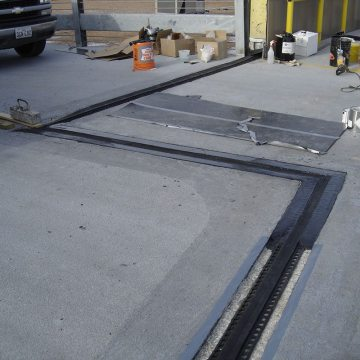 By contrast to the integral nosing and gland systems, EMSEAL's THERMAFLEX features heat-welded and reinforced, factory-fabricated transitions to ensure continuity of seal. In addition the conservative aggregate loading in the EMSEAL header ensure that the material flows to repair spalls in the deck while also providing a balance between toughness and flexibility.