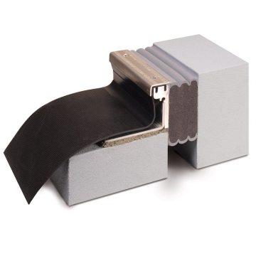 La junta DSM-FP es una solución única al sellado de juntas en cubiertas de plaza que conectan con superficies en vertical.