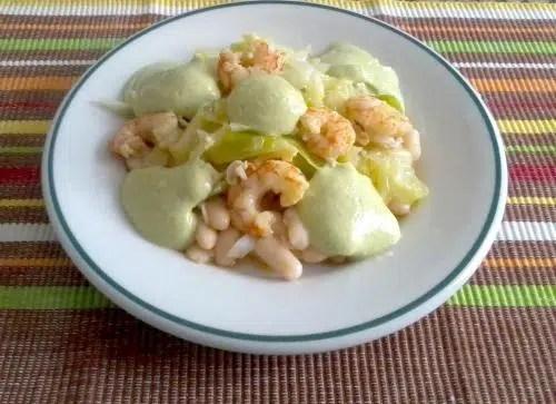 Alubias blancas con Gambas, un plato primaveral bajo en calorías