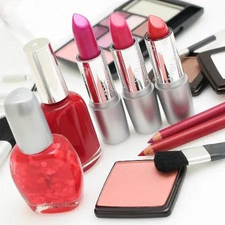 Aprende cómo elegir los productos de maquillaje adecuados