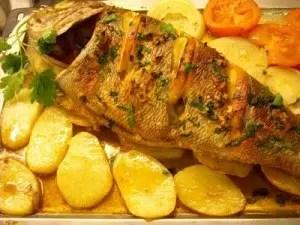 Besugo al horno con patatas