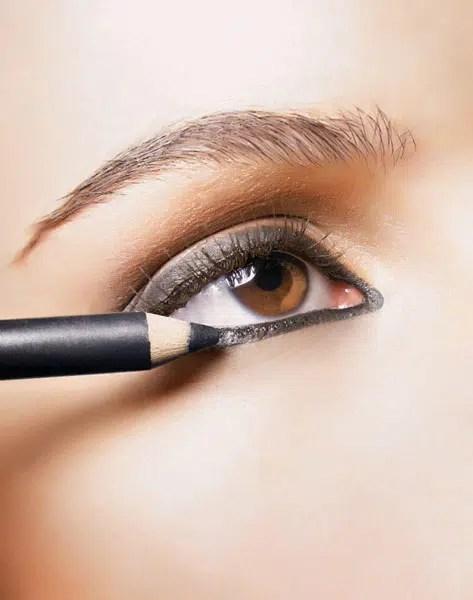 Cómo aplicar delineador de ojos correctamente