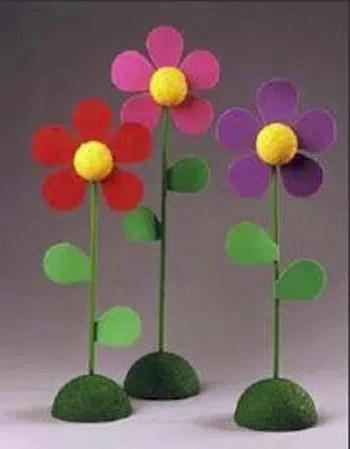 Cómo hacer unas flores con fieltro y cocos