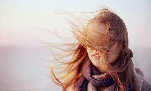 Consejos para proteger tu cabello de los daños del sol