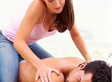 Conviértete en una experta y sedúcele con un masaje.