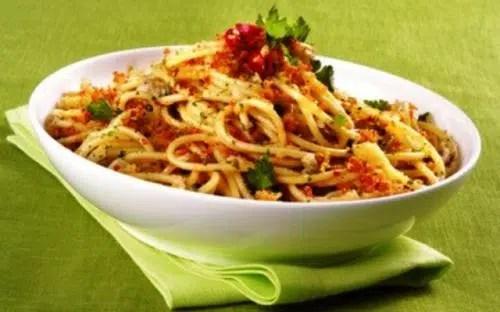 Espaguettis con anchoas y atún