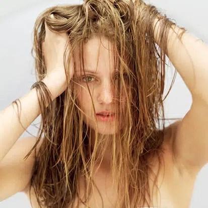 Grasa en el cabello: causas y tratamiento