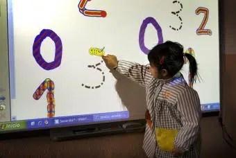 Las pizarras electrónicas; una buena idea para el aprendizaje de tus hijos.