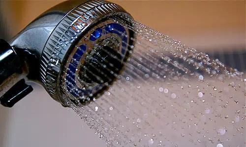 Los beneficios de bañarse con agua fría