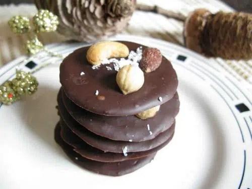 Picar de la manera más dulce: Galletas de plátano y chocolate fundido.