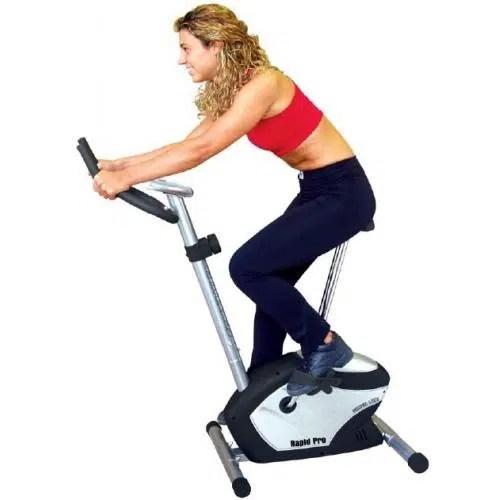 Practica bicicleta estática y ayuda a prevenir las varices