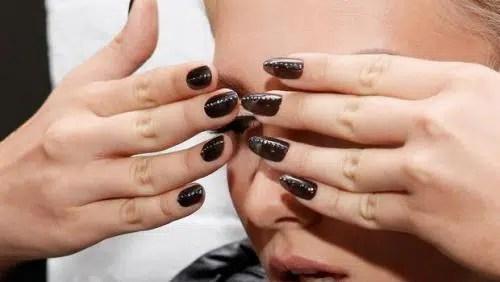 Prácticas peligrosas de belleza (cabello y uñas)