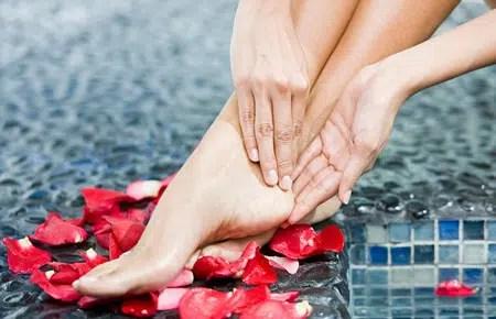 Tops 5: consejos para lucir unos pies sedosos y sin grietas