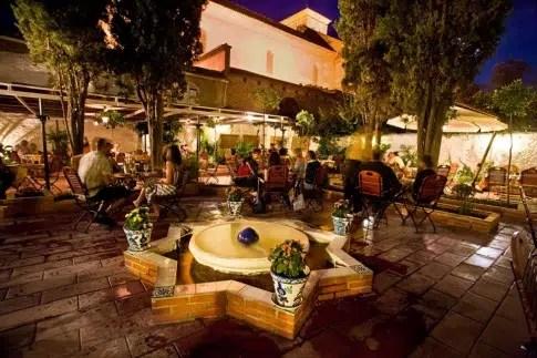 Un atractivo local de comida andaluza: el Restaurante Jardines de Zoraya