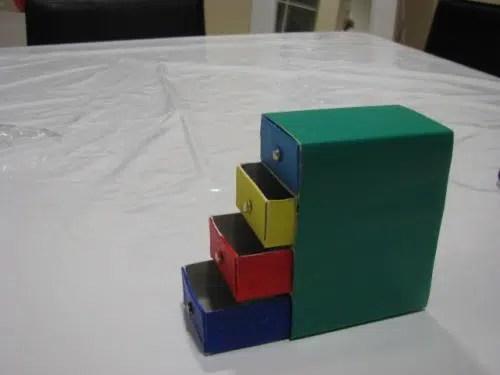 Un bonito archivador hecho con cajas de cerillas