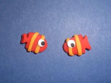 Unos bonitos pendientes de fimo en forma de peces tropicales