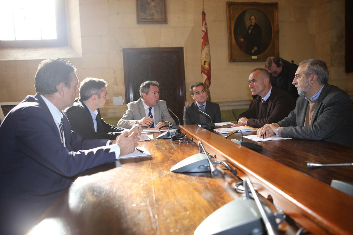 El Ayuntamiento de Sevilla alcanza un acuerdo con Caixabank para la cesión de viviendas disponibles para alquileres sociales.