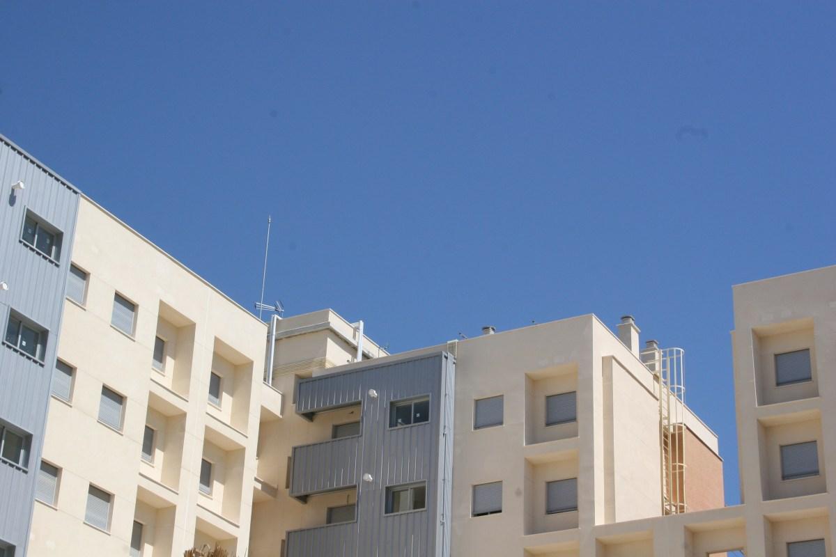 Emvisesa publica las listas definitivas de admitidos en las convocatorias para adjudicar 14 viviendas protegidas en régimen de alquiler con opción a compra en Sevilla Este. El sorteo será el martes 23.
