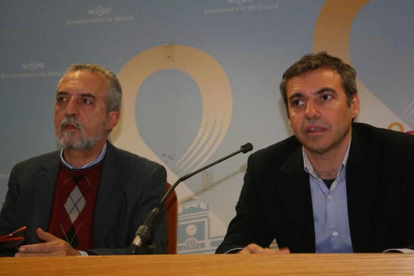 Juan Manuel Flores y Felipe Castro en un momento de la rueda de prensa.