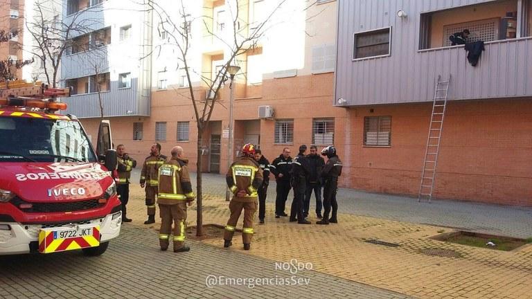 La Policía Local impide el intento de usurpación de una vivienda de Emvisesa en Sevilla Este por parte de un individuo con una detención anterior por estafa