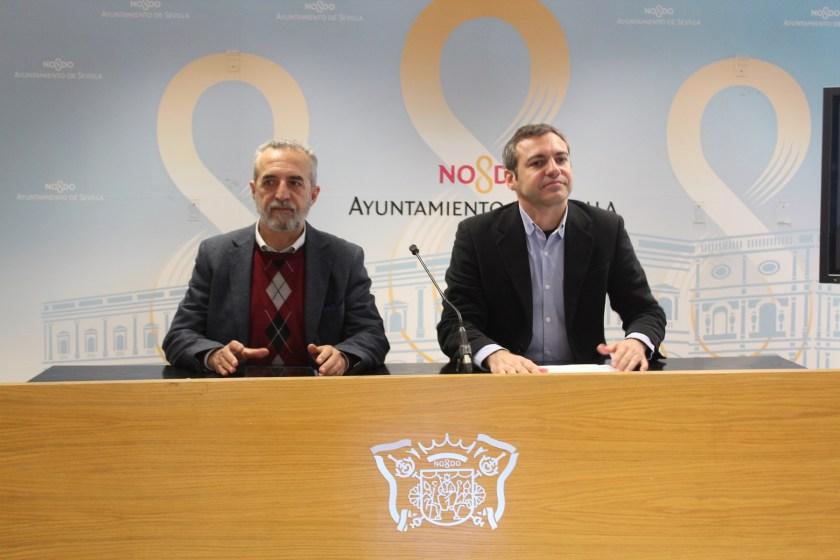Juan Manuel Flores y Felipe Castro durante la rueda de prensa dedicada a la permuta de Ramón Carande.