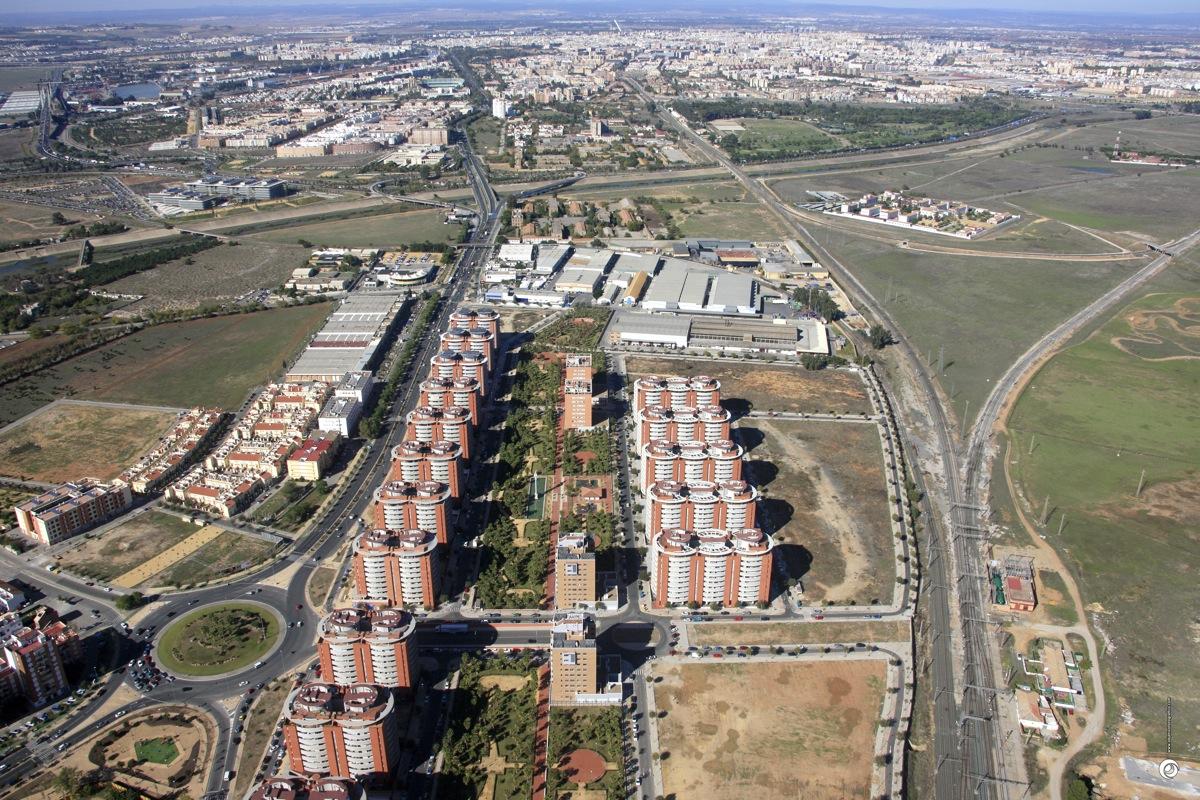 El Ayuntamiento de Sevilla cede ocho parcelas de suelo municipal a Emvisesa para la promoción de 500 nuevas viviendas protegidas