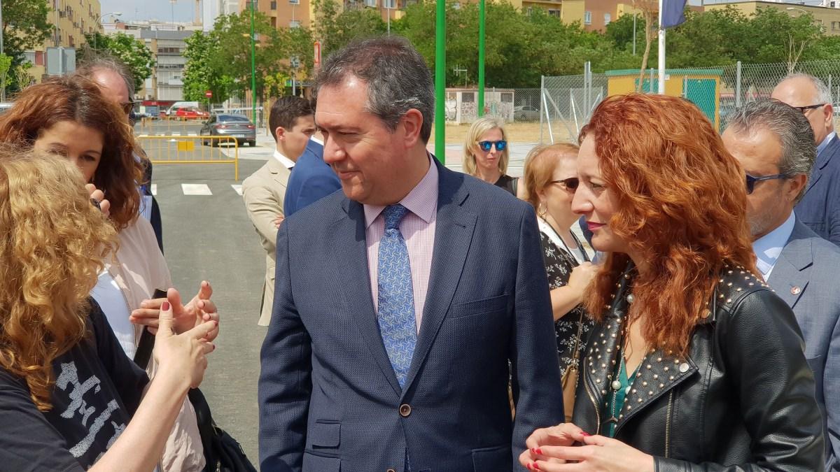 Juan Espadas presenta el proyecto de desarrollo urbanístico de Cisneo Alto, donde Emvisesa construirá 83 viviendas públicas.