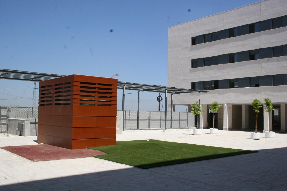El Ayuntamiento de Sevilla pone en marcha este lunes el servicio de agentes de proximidad que dará cobertura a más de 7.000 personas que residen en viviendas protegidas de Emvisesa