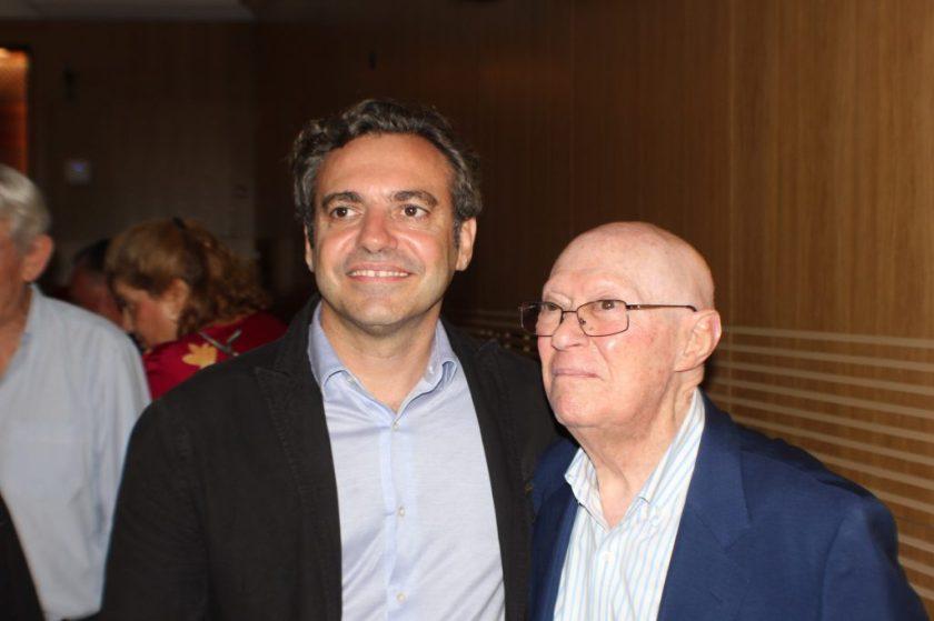 Felipe Castro, gerente de Emvisesa, y Manuel Moreno Pastor, representante de los jubilados de la empresa municipal.
