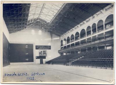 Interior del Frontón Betis. Fotografía perteneciente al archivo de la Familia Quadra-Salcedo Miranda.