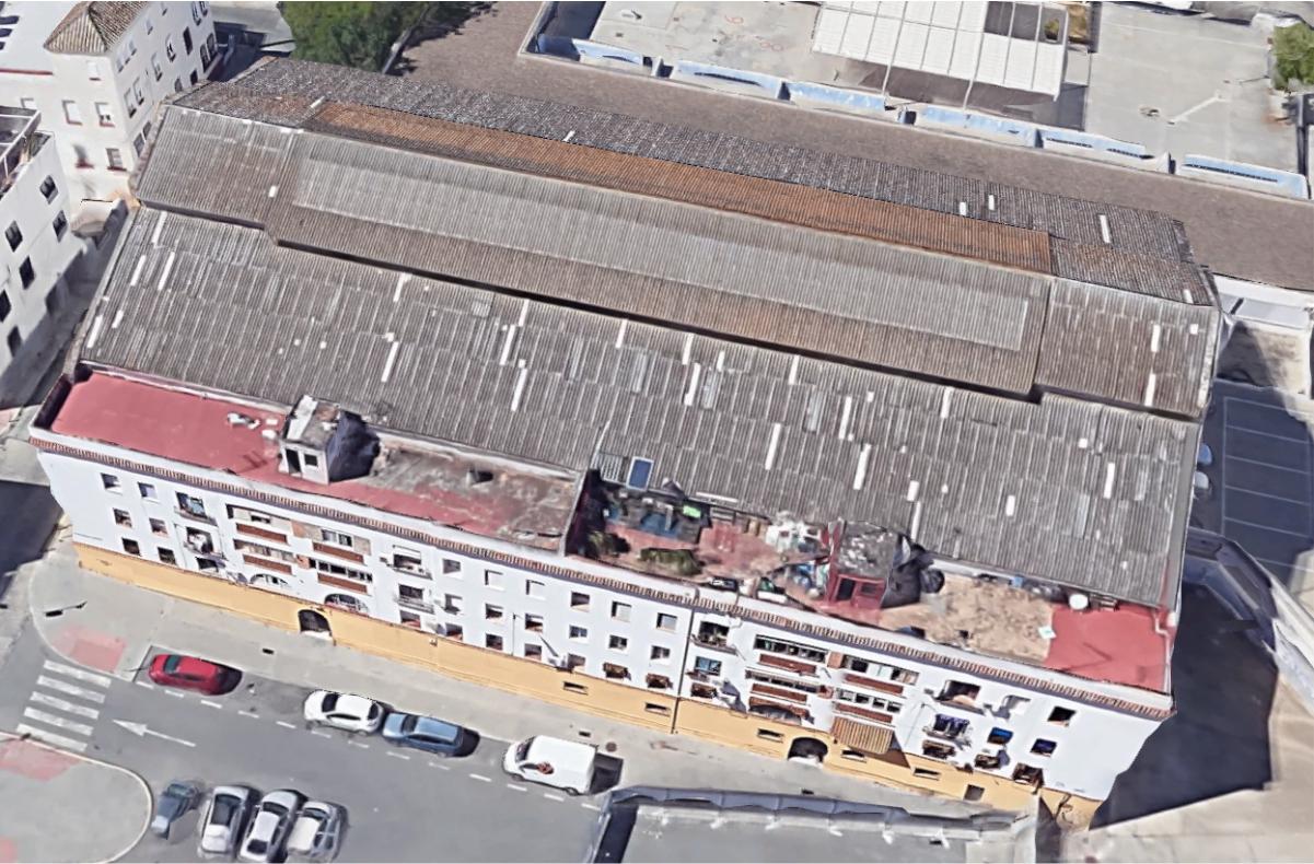 El Ayuntamiento de Sevilla, en una operación coordinada entre Emvisesa, Urbanismo, Patrimonio y Bienestar Social, desaloja el edificio de viviendas municipales de Frontón Betis y realoja a las once familias afectadas