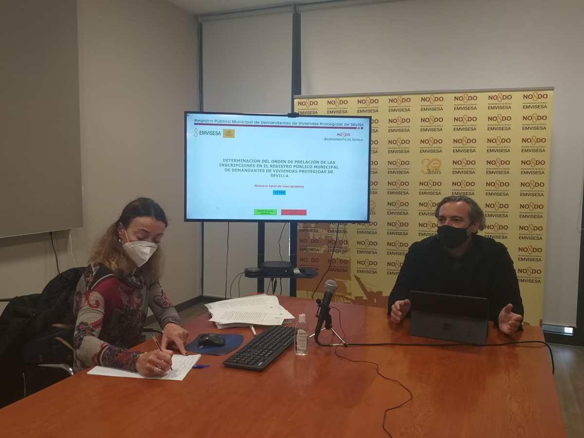Emvisesa celebra el sorteo para establecer el orden de prelación de las personas inscritas como demandantes de vivienda protegida en el Registro Municipal de Sevilla.