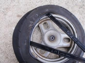 原付バイクのフロントタイヤ交換