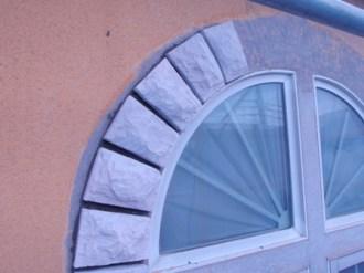 窓R部分へのテーパーストーン貼り