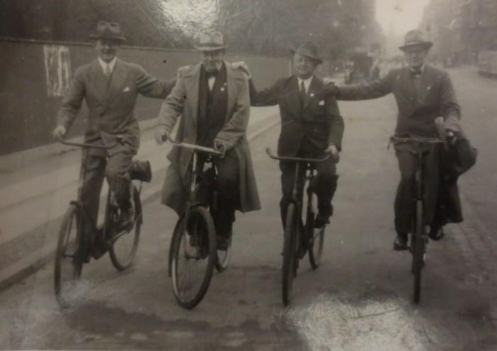 Cyclistes sur une piste séparée en 1930, à Copenhague