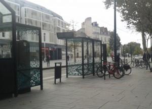 appuis-vélos et tramway
