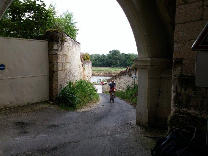 Côte dans la cité troglodite à Souzay