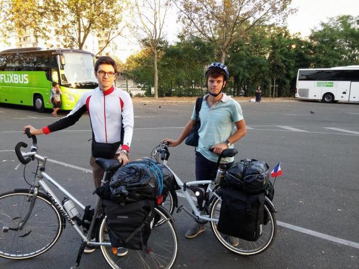 Avec les vélos chargés