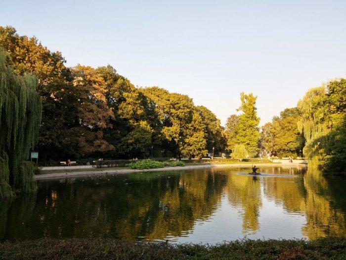 Dans un parc à Varsovie