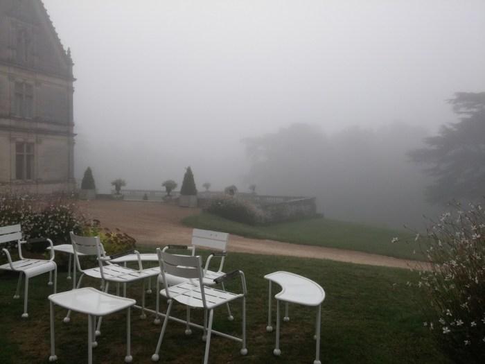 la Bourdaisiere dans la brume du matin